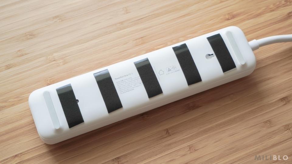 電源タップの裏面に両面テープ加工
