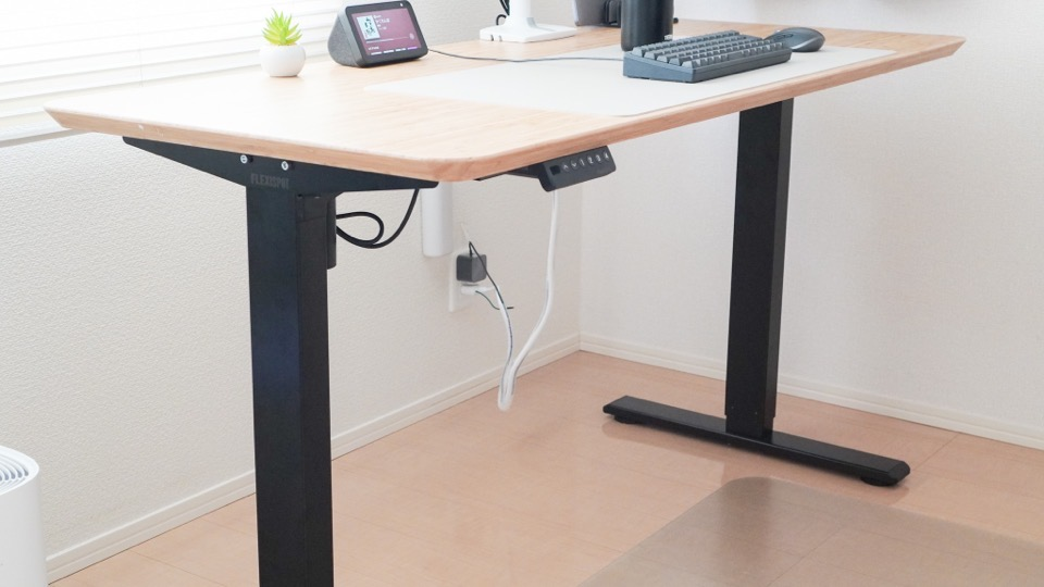 IKEAのヒルヴェルとFLEXISPOTのEF1で組み立てたデスク環境